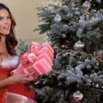 Victoria's Secret Angels Sing 'Deck the Halls'