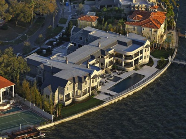 Two Things Derek Jeter Reportedly Wont Allow Inside His Tampa Mansion