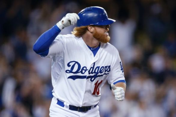 Justin Turner agrees to a 4-year, $64M deal with Dodgers