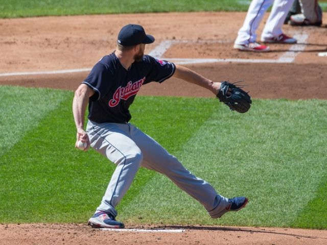 Kluber, Santana lead Indians to 7-1 win over Twins