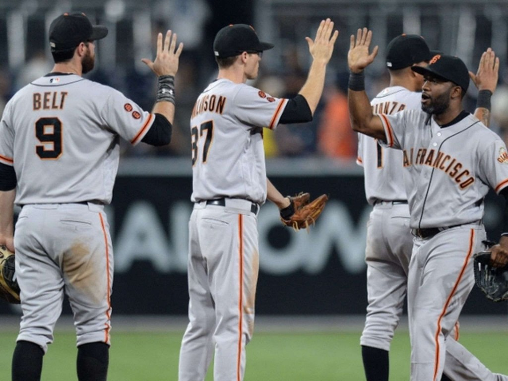Giants blow 6-run lead before beating Padres 9-6 in 10