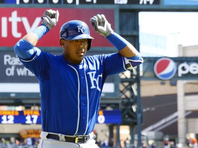 Royals win 12-9, knock Tigers 1 behind wild card