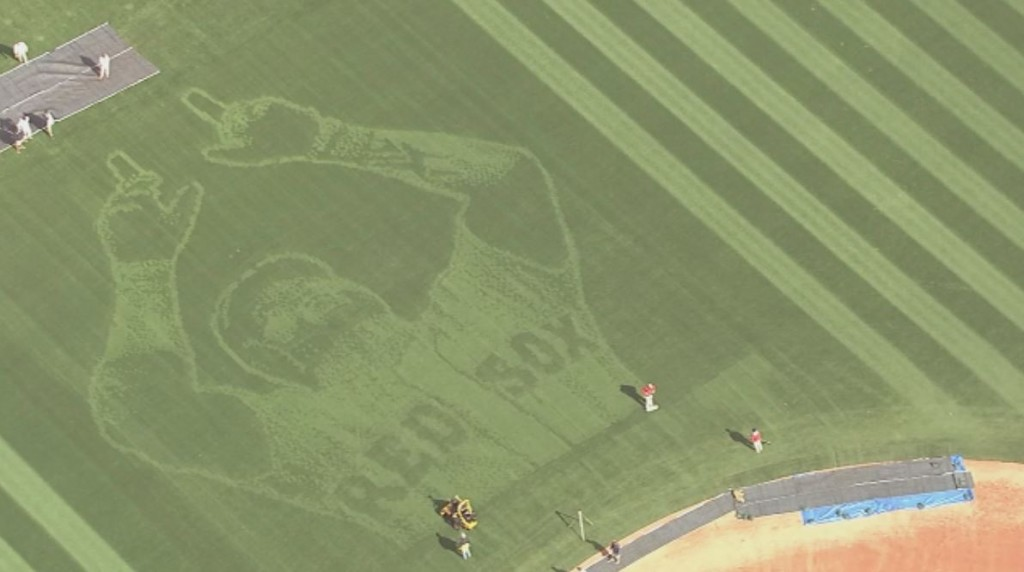 Red Sox honor David Ortiz with incredible Fenway Park outfield design