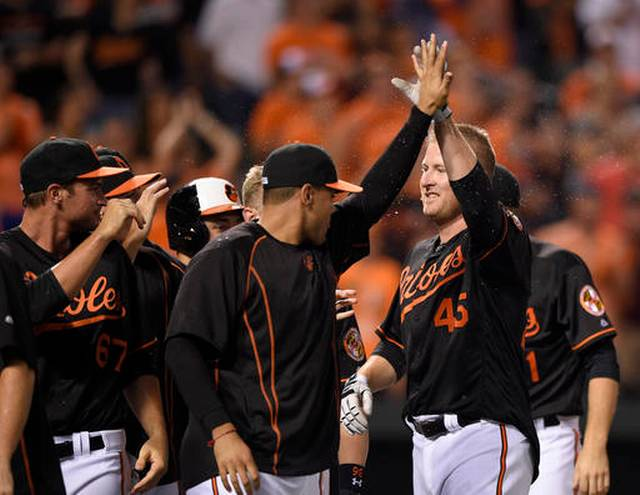 Trumbo's 12th-inning homer leads Orioles over D-backs 3-2