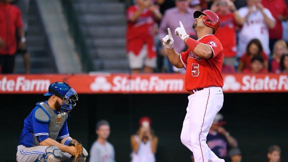 Pujols hits 30th HR, Angels drop Toronto into wild-card tie