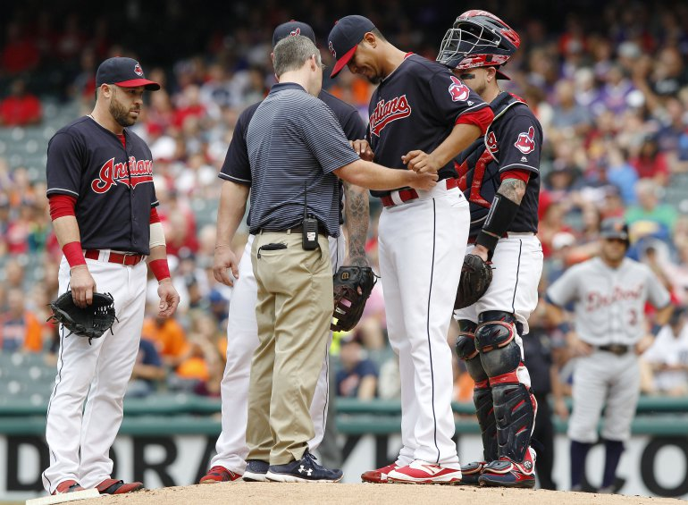 Indians' Carrasco breaks hand in 1-0 win over Tigers