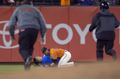 Bumgarner pitches, hits as Giants win, Pagan body-slams fan