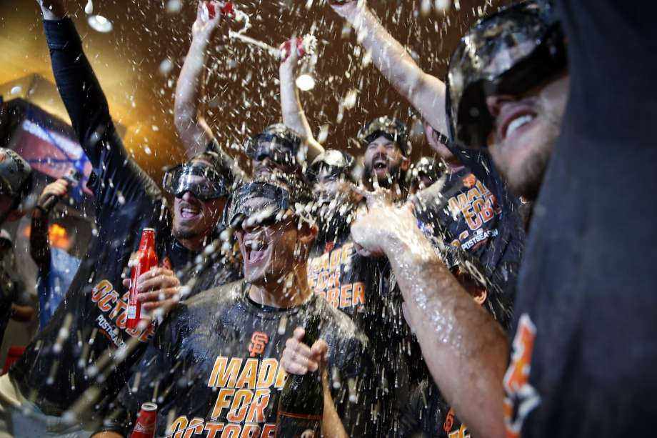 Giants clinch second wild card, complete sweep of Dodgers