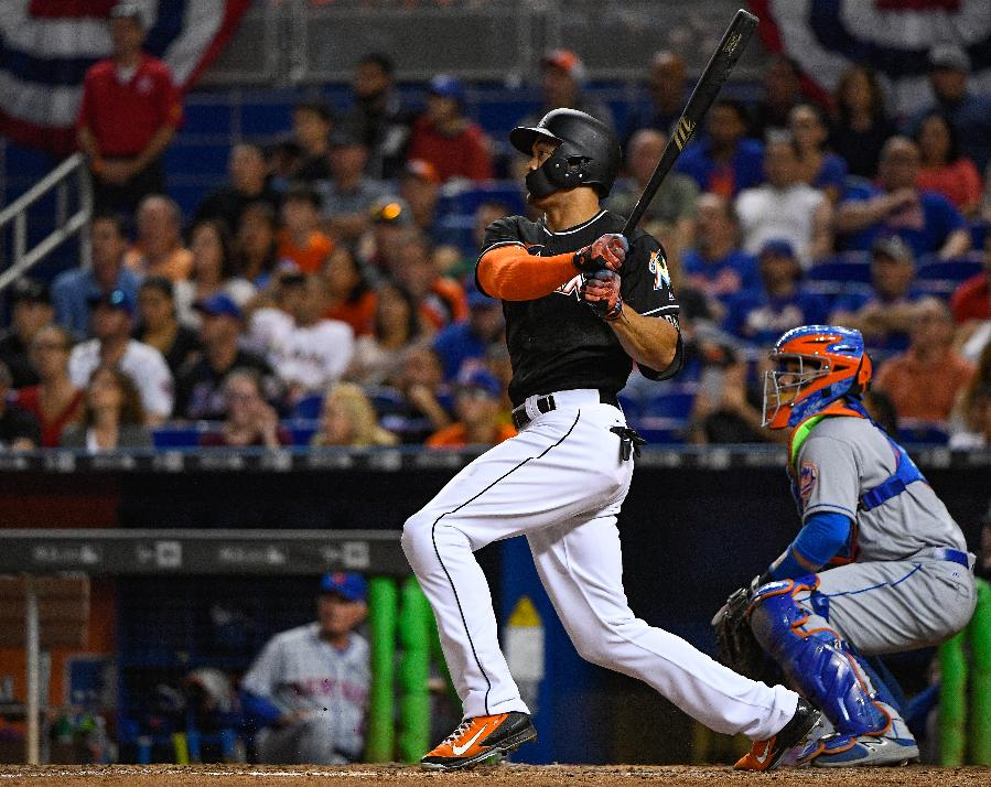 Yelich, Stanton homer in 8th as Marlins beat Mets 5-4
