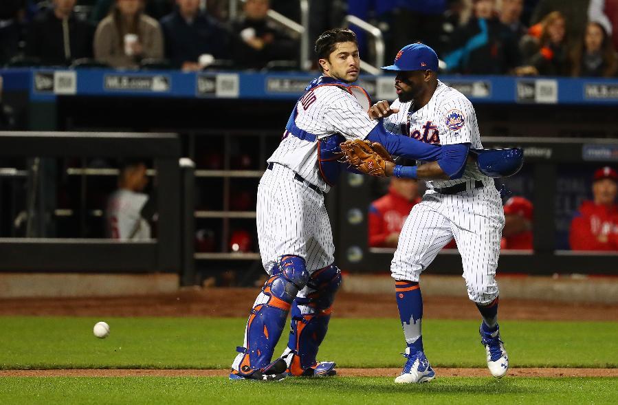 Reyes' error helps Phillies beat scuffling Mets 6-2 in 10
