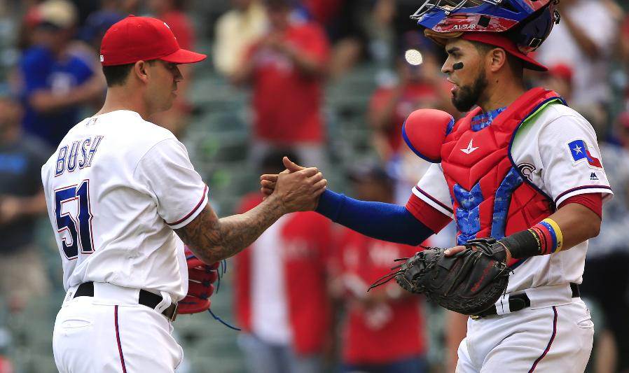 Rangers win MLB-best 9th game in a row, 8-4 over Phillies