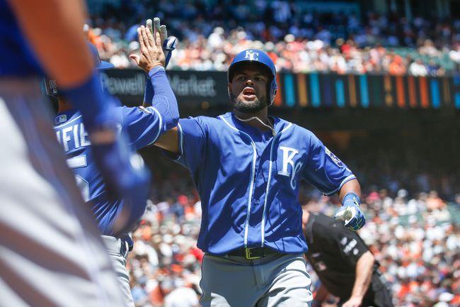 Royals hit 3 home runs in 7-2 win over Giants