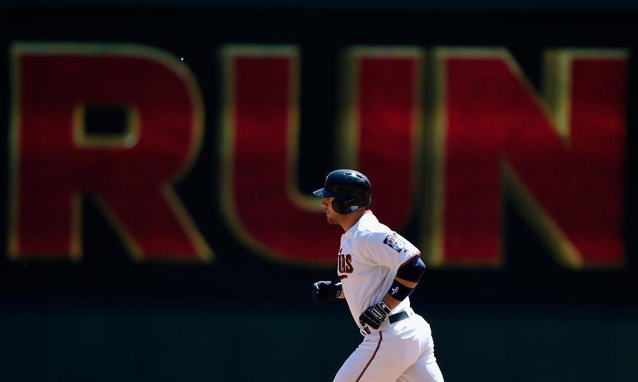 Gimenez's 2 homers help Berrios, Twins top Mariners 6-2