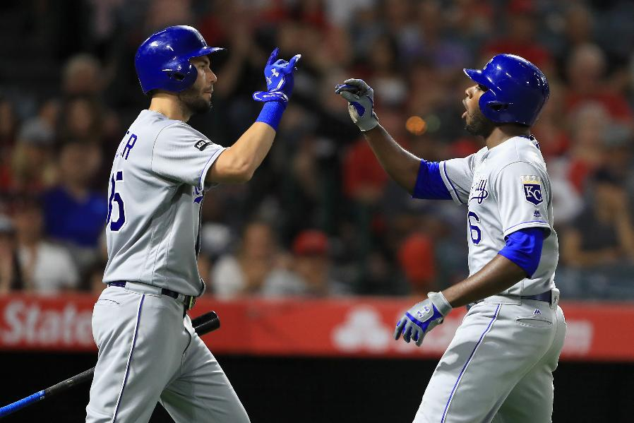 Cain hits 2 HRs in Royals' 6th straight win, 3-1 over Angels