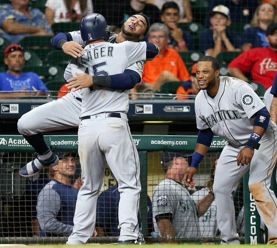 Seager's homer in 10th lifts Mariners over Astros 9-7