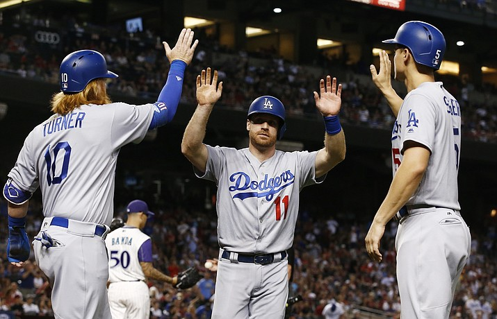 Turner, Hernandez help Dodgers hold off D-backs