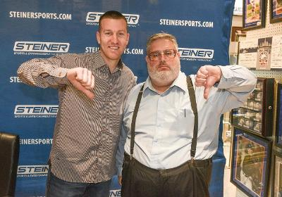Todd Frazier and the thumbs-down Mets fan finally met and ... exchanged cheerful thumbs-downs