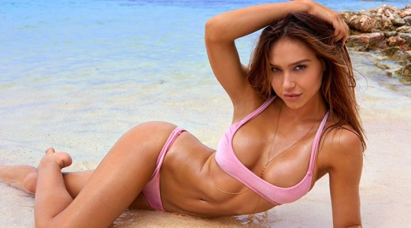 Alexis Ren SI Swimsuit Rookie of the Year